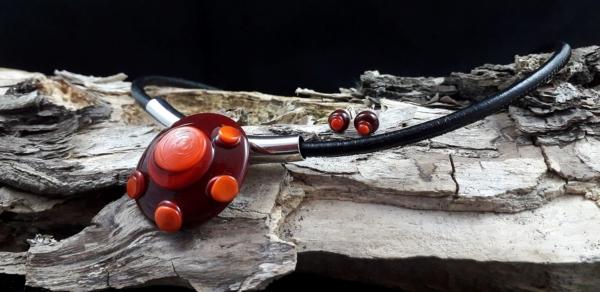 rotes Glascollier mit Nappaleder