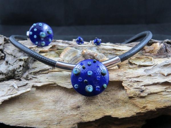 Kobaltblaues Collier mit Nappaleder