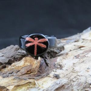 Glasring mit Kupferlibelle