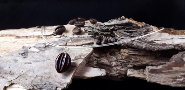 Kaffeebohne mit versilbertem Stahlseil