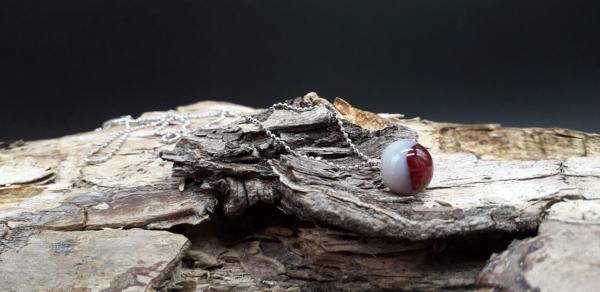 Rot weiße Perle mit 925er Silberkugelkette