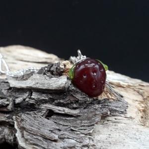 Erdbeere mit 925er Silberkugelkette